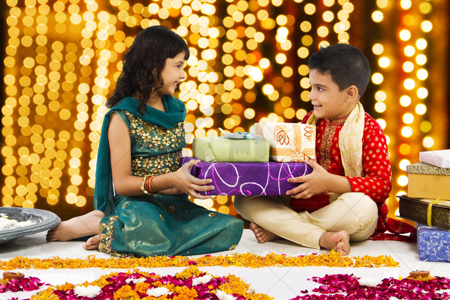 Some gifts that you can consider sending online on any Indian festival!